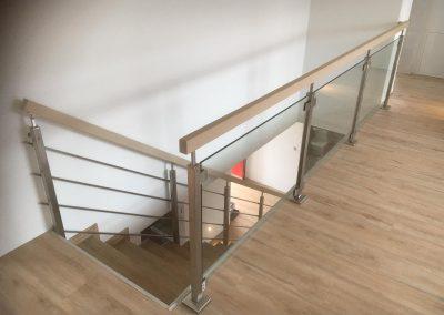 Treppe mit Holz-Edelstahl-Glas-Geländer